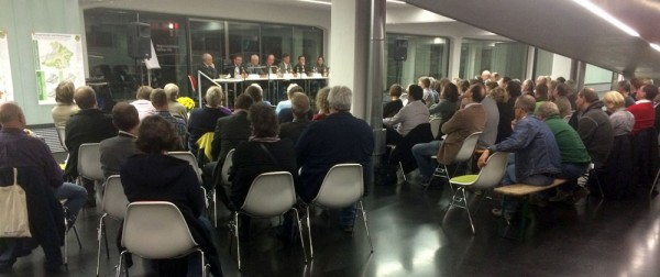 Seltener Anblick: Podiumsdiskussion in der Pausa-Tonnenhalle