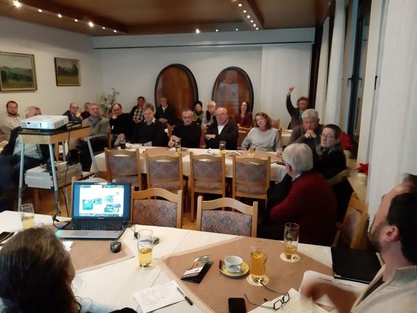 Konzentriertes Publikum mit vielen Fragen bei der Netzwerk-Präsentation in Pfullingen.