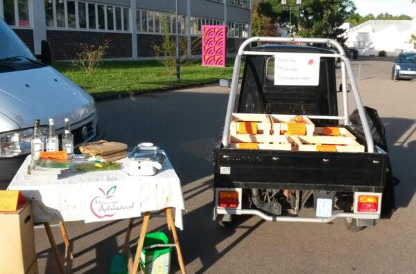 Ape als Marktstand: Mössinger Äpfel auf dem Mössinger Wochenmarkt