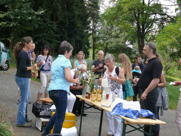 Der Gemeinderat von Oberreichenbach zu Besuch am Mössinger Panoramaweg Streuobst