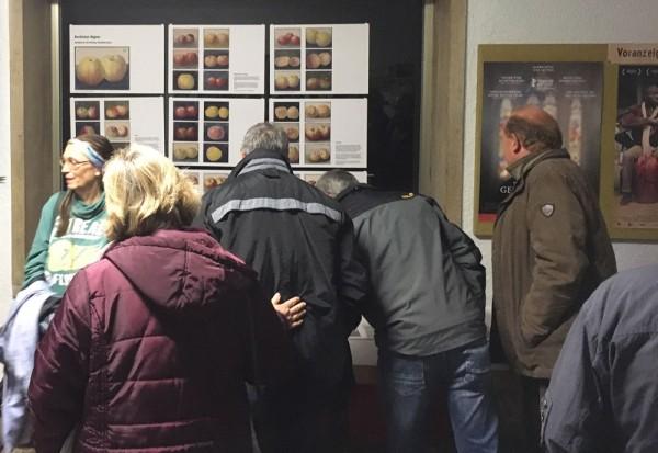 Gut besucht: Ausstellung der Korbinian-Aigner-Bilder im Foyer der Mössinger Lichtspiele