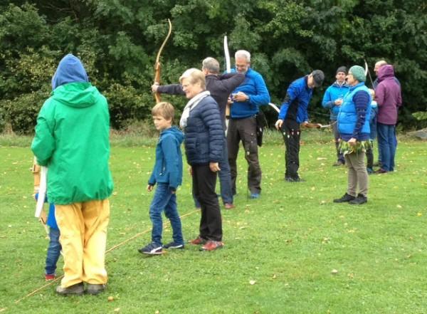 Beim Bogensportverein Steinlachtal: Auf Äpfel schießen - Äpfel gewinnen!