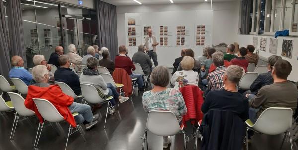 Gut besucht: Der Vortragsraum der Pausa-Tonnenhalle