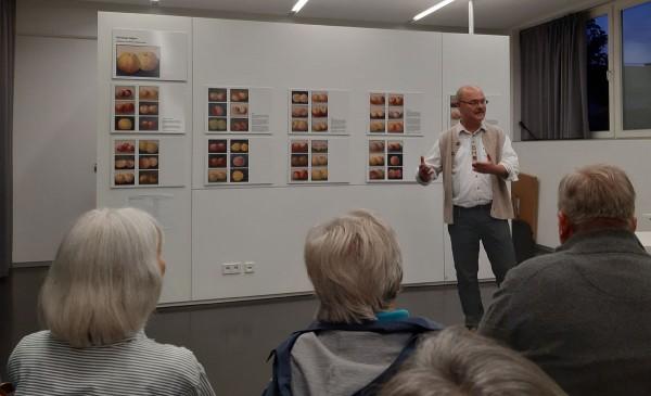 Prof. Peter J. Brenner, Aigner-Experte und Direktor des Archivs der TU München