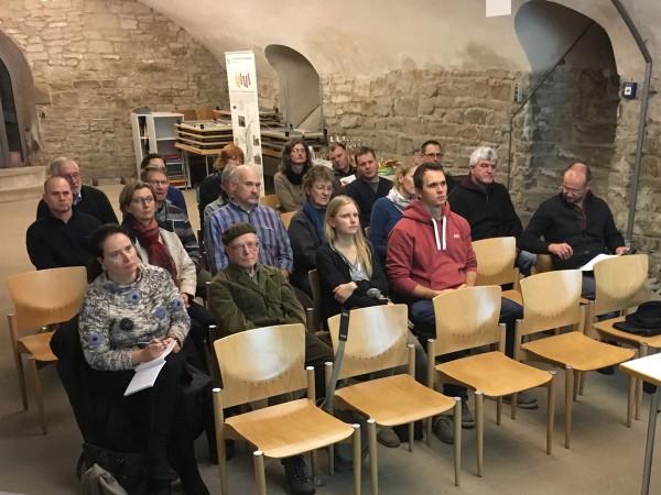 Konzentriertes Herrenberger Publikum im wunderbaren Klosterhofkeller